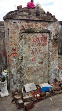 marie laveau tomb2